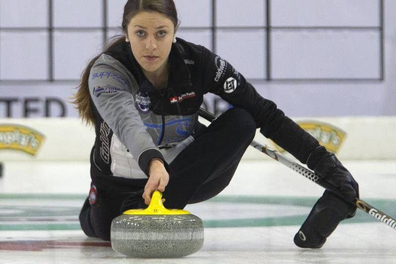 Jones, Weagle advance to playoffs at Canadian junior curling championship