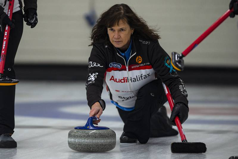 Mary-Anne Arsenault beats former skip Colleen Jones for Scotties title